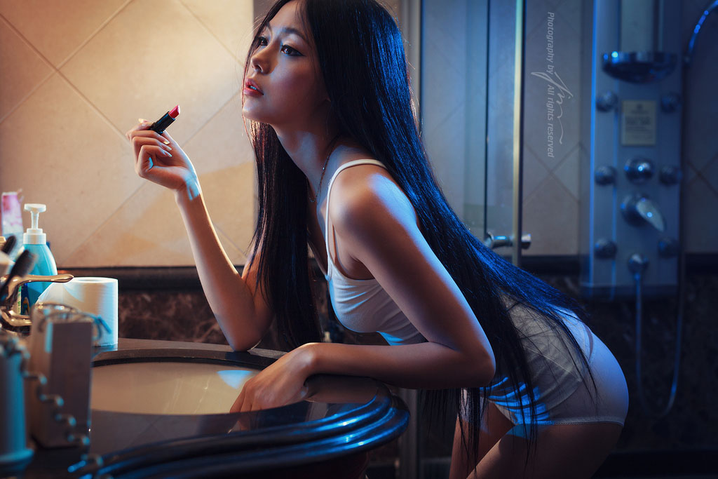 长腿美女浴室唯美写真