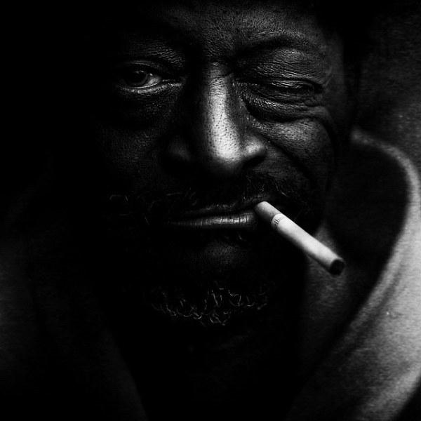 黑白照片记录那些无家可归的人们