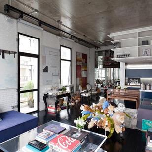 跨越整个客厅的大书架:圣保罗152平米公寓设计