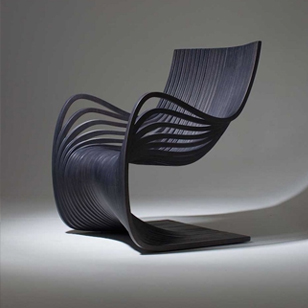 弯曲的木椅