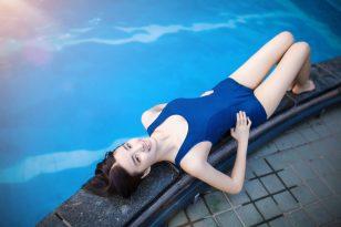 死库水,泳池上的纯真长腿女神