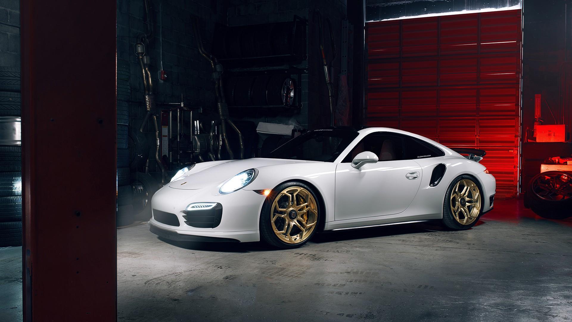 保时捷911白色时尚跑车