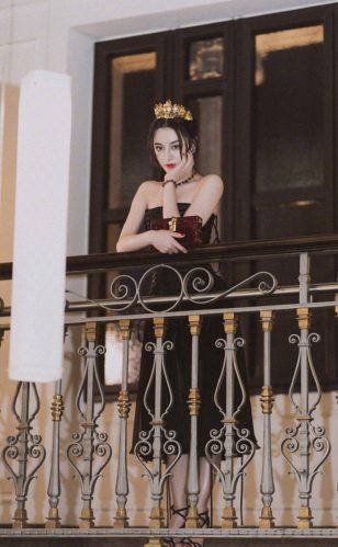 迪丽热巴米兰时装周性感图片