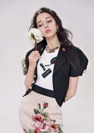 迪丽热巴最新时尚个性杂志封面大片
