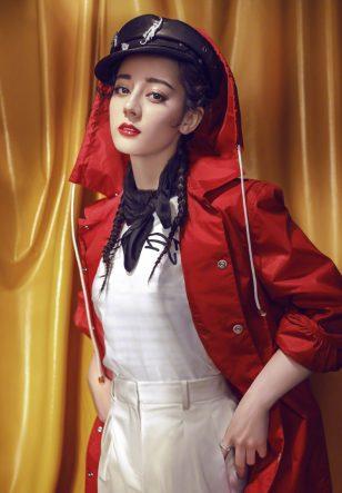 迪丽热巴复古风烈焰红唇时尚写真
