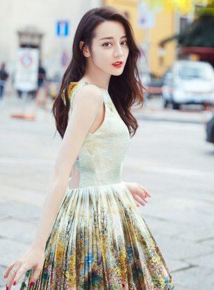 迪丽热巴唯美仙女范时尚街拍图片