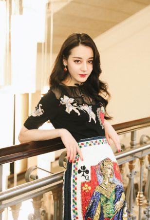 丽热巴印花纸牌长裙性感写真