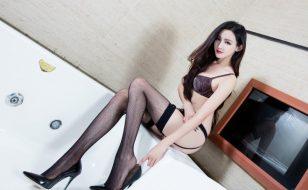 性感肥臀美女Arvil长筒黑丝网袜美腿诱惑写真
