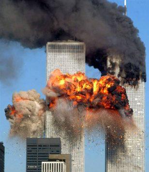 911事件中,燃烧的双子大楼。
