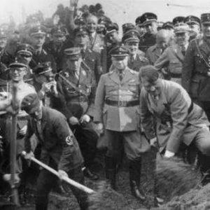 希特勒认为要想富先修路