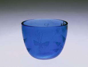 蓝料花草蝴蝶纹杯
