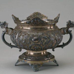 银镂空錾花云龙双耳炉式花盆