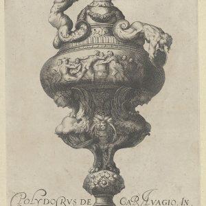 图六:有褶边的花瓶或器皿,上面有裸体人物,下面有两只雌性狮身人面像,来自古董花瓶(Vasa a Polydoro caravenino)