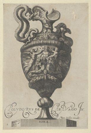 """盘子8:装饰有萨提尔雕像的花瓶或壶,在两个丰盈的皮囊后面,还有两个有翅膀的胜利雕像,来自古董花瓶(""""Vasa a Polydoro Caravagino"""")"""
