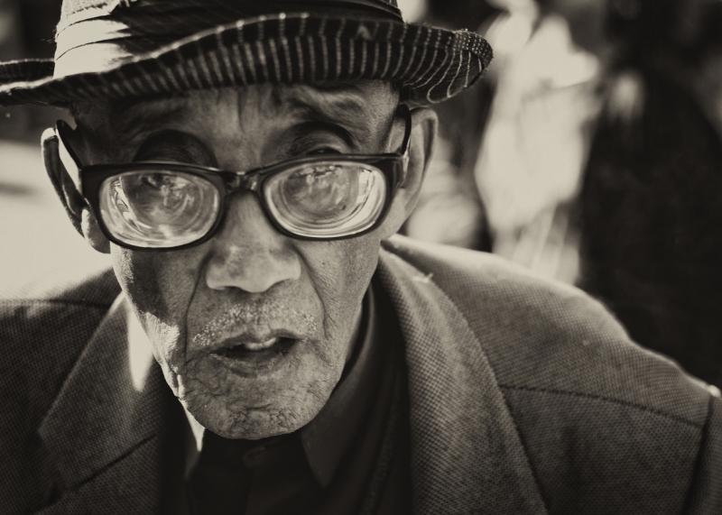 《厚的眼镜》 by Dipayan Bhattacharjee