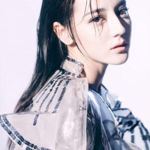 迪丽热巴魅惑迷人时尚杂志封面大片