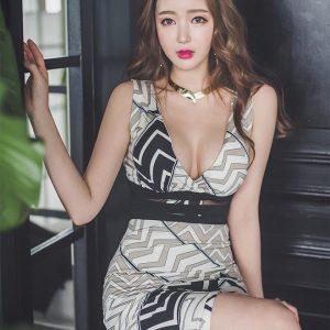 巨乳美女模特高开叉礼服性感写真