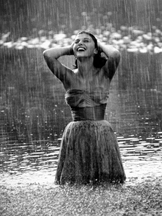 雨中人物  ---  最新发布性感写真
