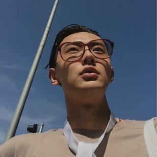 戴眼镜的男人